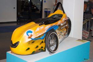 bicicleta reclinada con carcasa de carbono